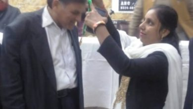 Photo of Pak based BSMF Chairman Qureshi decorated with Gold Medal for his struggle of peace between Pakistan and India