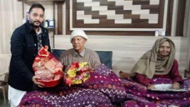 Photo of विधायक रमिंदर सिंह आंवला पूर्व कैबिनेट मिनिस्टर पंडित बालमुकुंद शर्मा के घर उनका हालचाल जानने के लिए पहुंचे